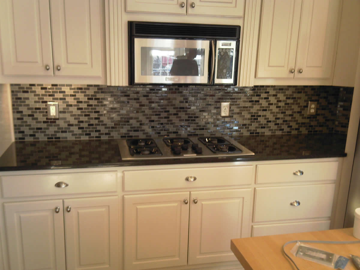 kitchen with glass tile backsplash atlanta kitchen tile backsplashes ideas pictures images 8750